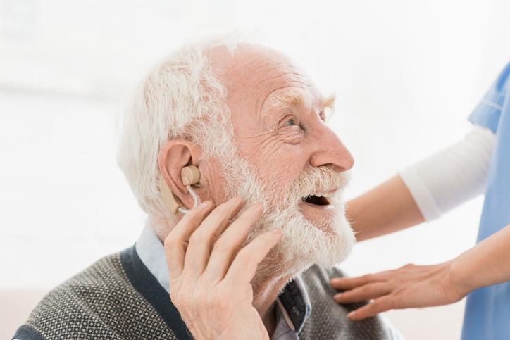 佩帶助聽器關鍵在於堅持,並非時長